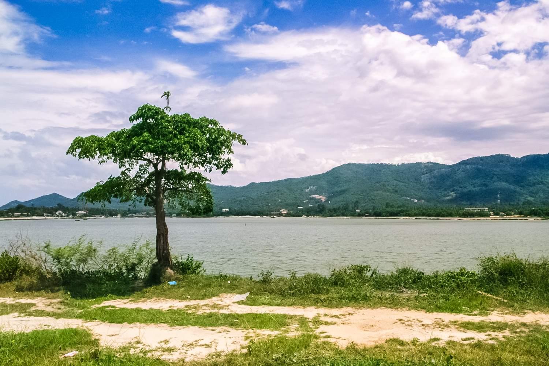 L129 Земля в Чавенг — вид на озеро